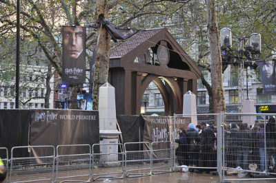 Harry Potter and the Deathly Hallows: Part 1 (Premier on Leicester Square) - Fans around Leicester Square
